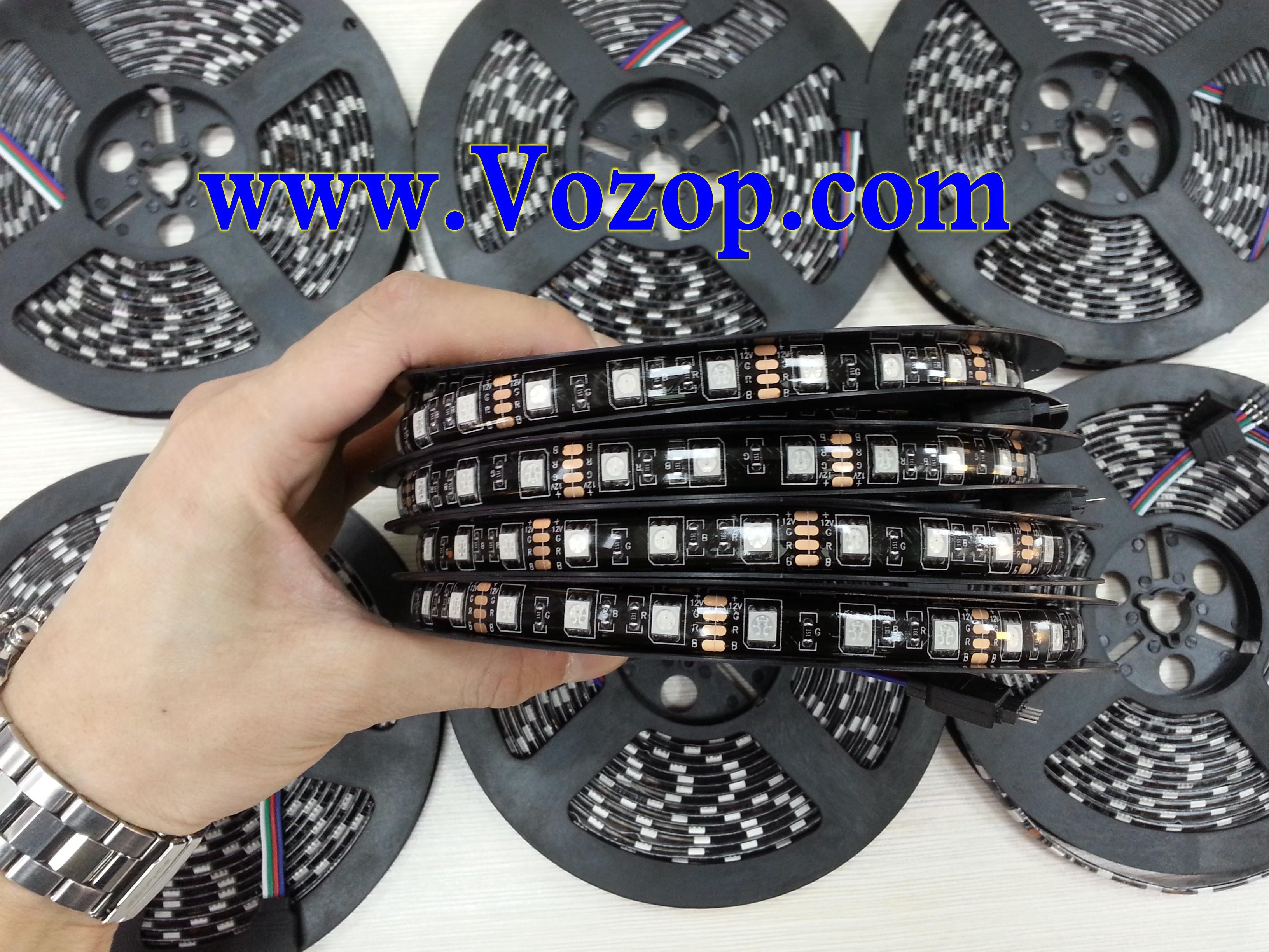 Black_PCB_5050_RGB_Waterproof_LED_Strip_Flexible_Flash_light