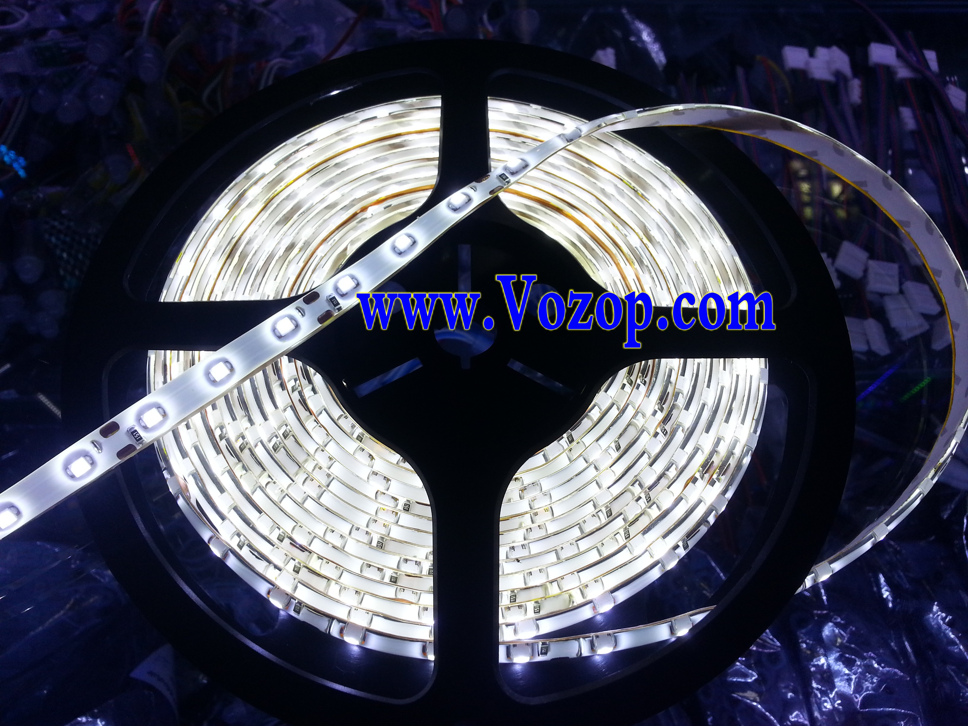 Cool_White_3528_LED_strips_5M_300_LEDs_IP65_Waterproof