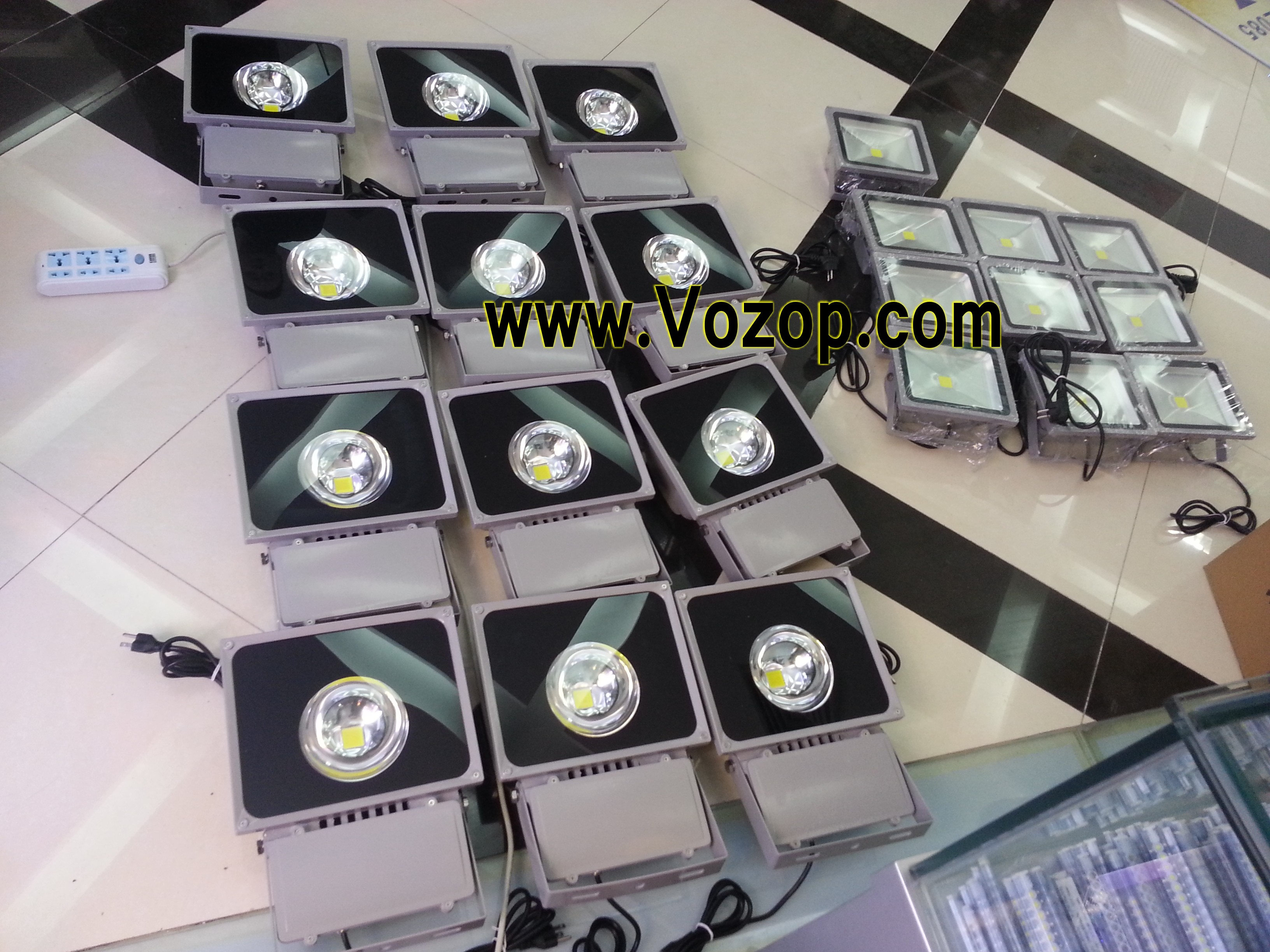 Pure_white_warm_white_RGB_100W_LED_Floodlights_Factory_price_wholesale_100W_LED_flood_light_narrow_angle_60