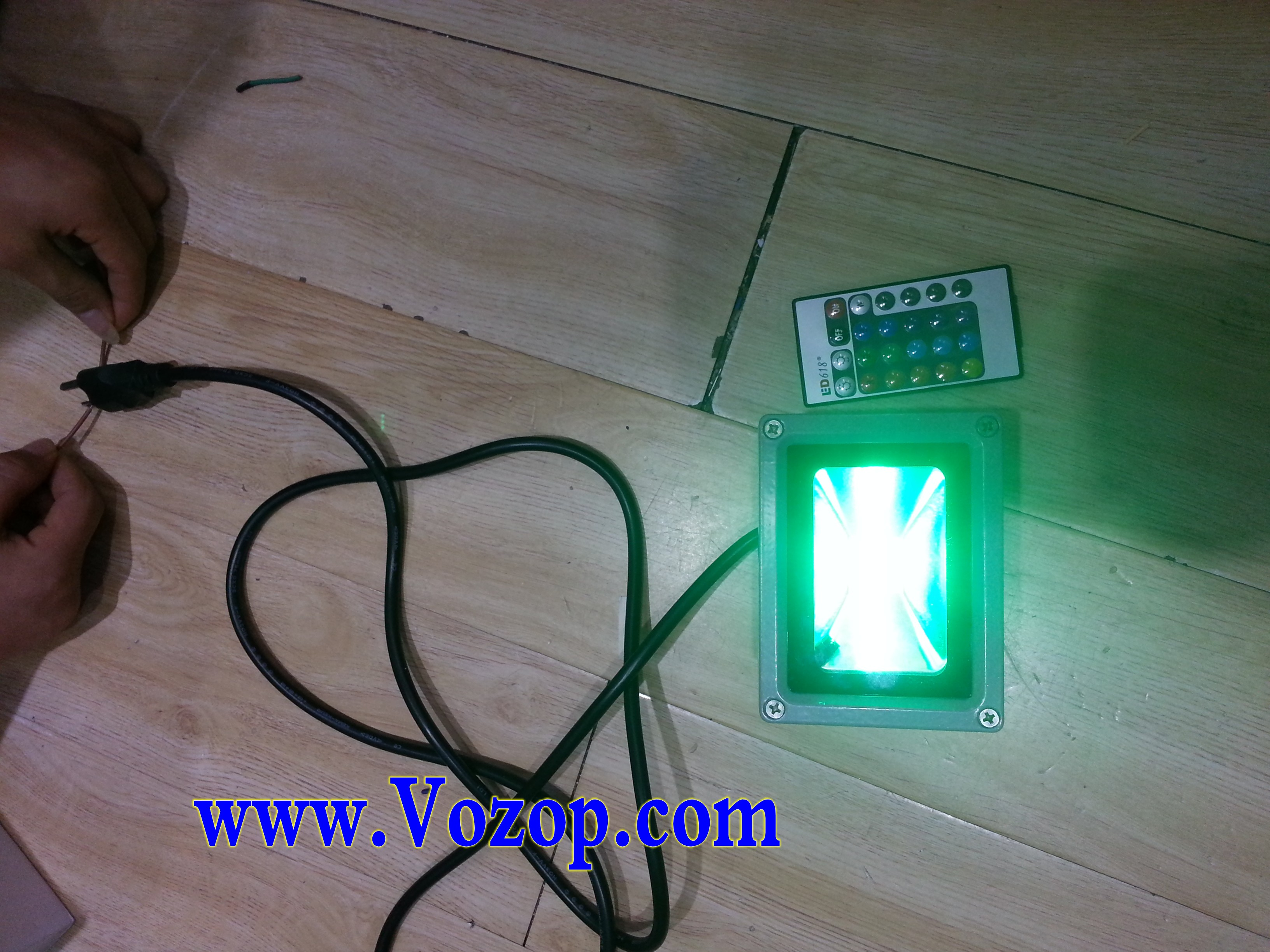 RGB_10W_Floodlight_LED_Outdoor_Flood_Light_with_Remote_Controller_12