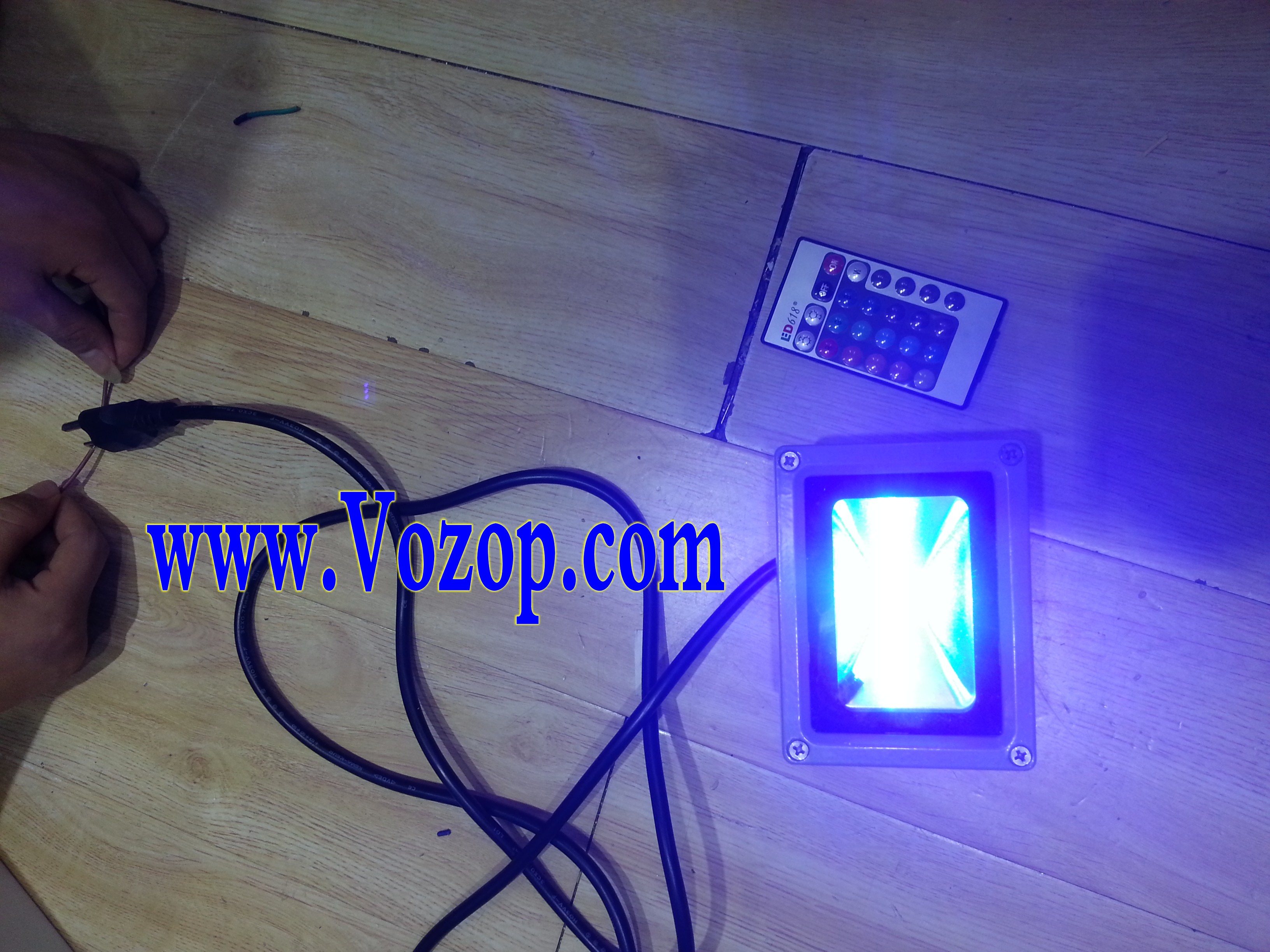 RGB_10W_Floodlight_LED_Outdoor_Flood_Light_with_Remote_Controller_13