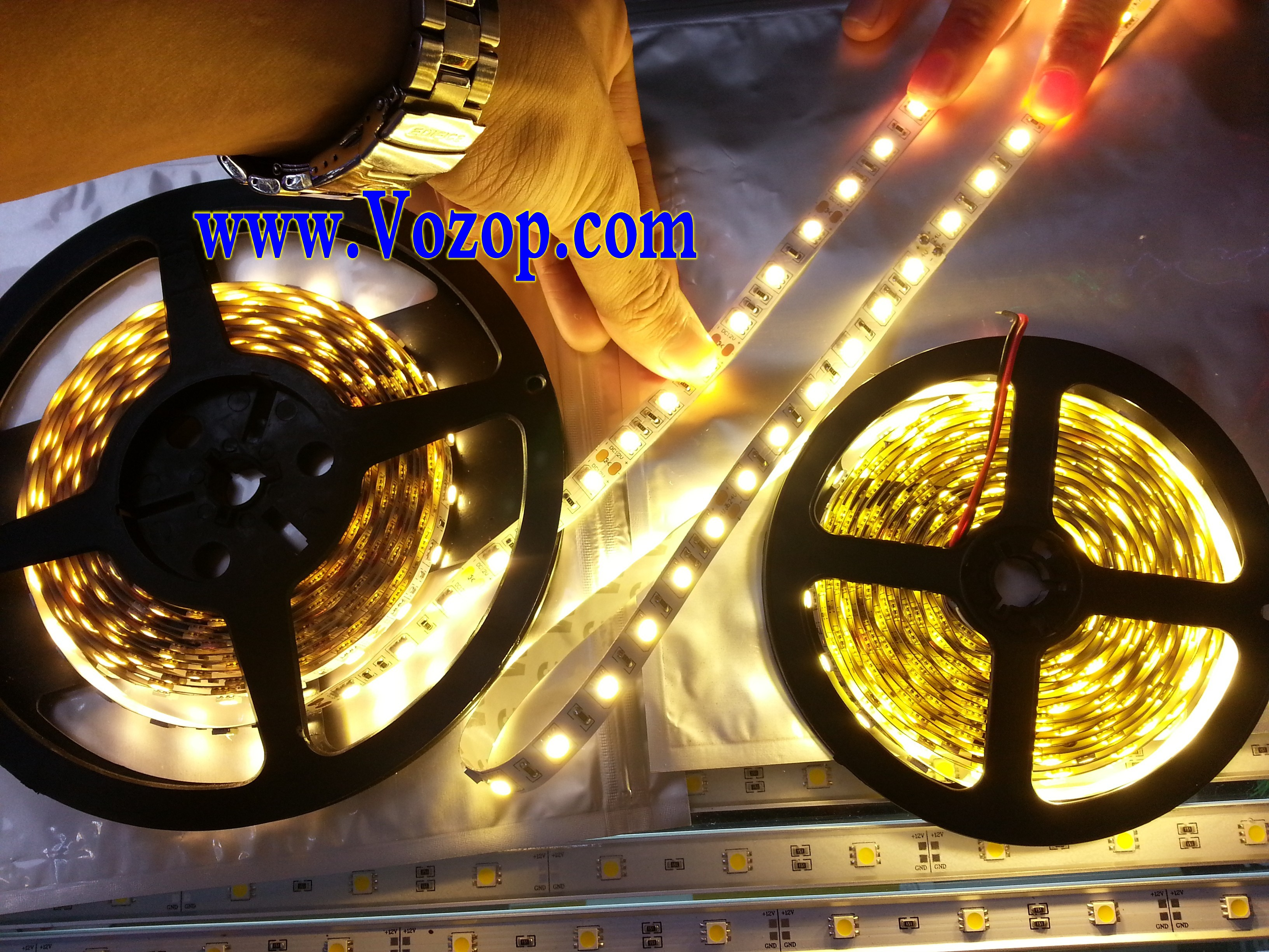 Ultra_Bright_Warm_White_5050_LED_Tape_Strip_Ribbon_Light_factory