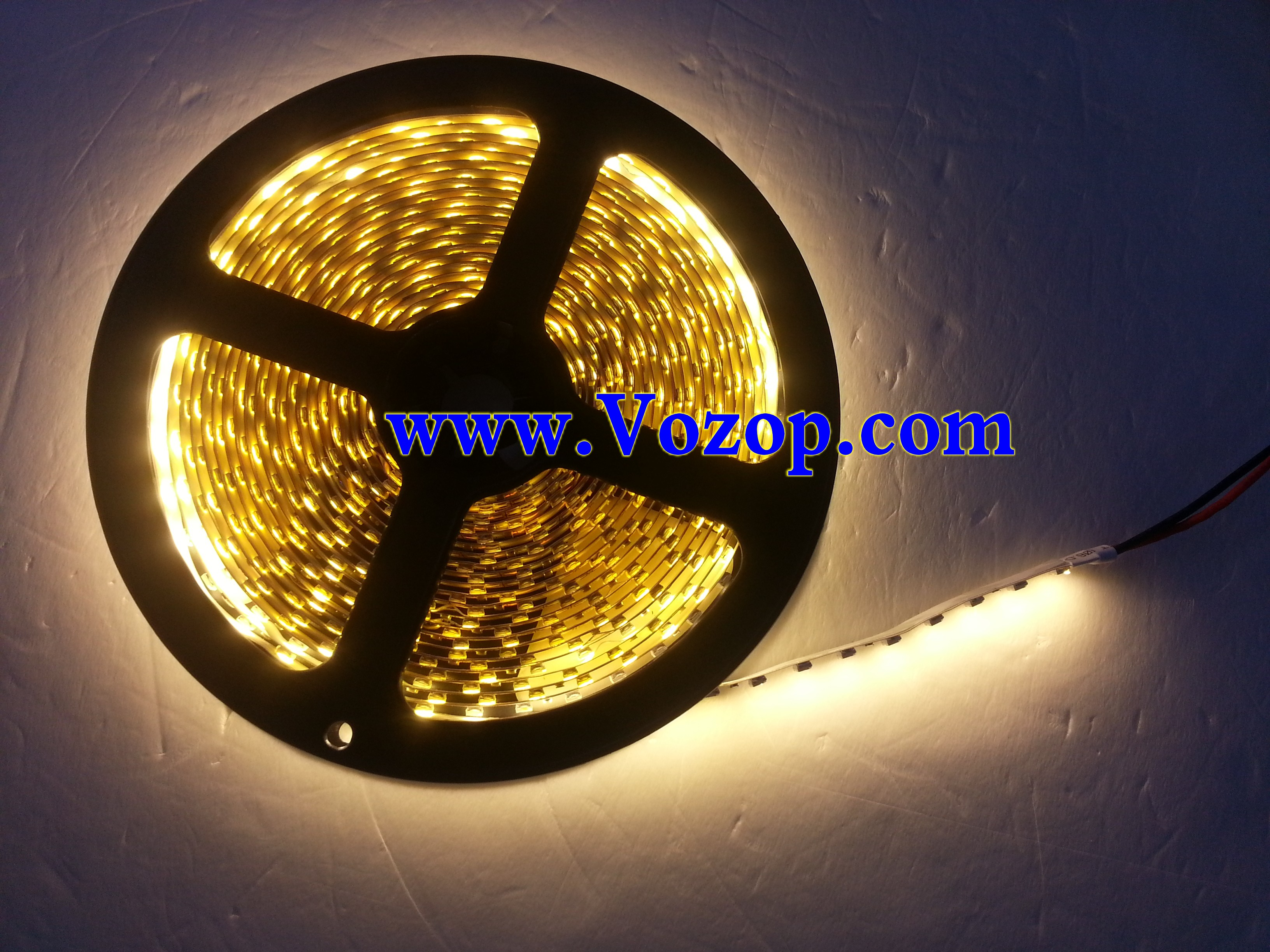 Warm_White_3528_600_LEDs_Strip_Light_Non_Waterproof_tapes