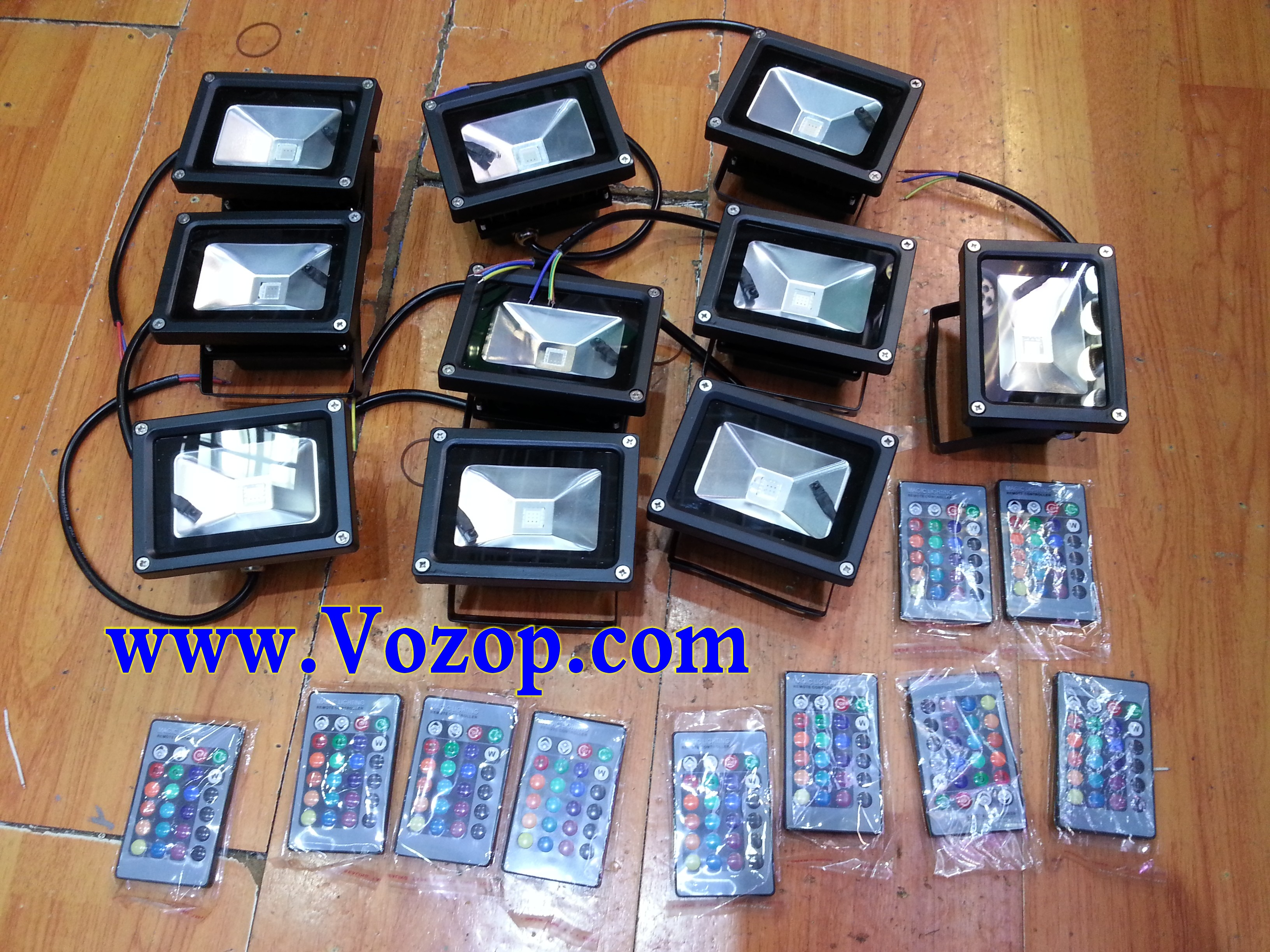 black_outlook_10W_RGB_Floodlight_with_Memory_Function